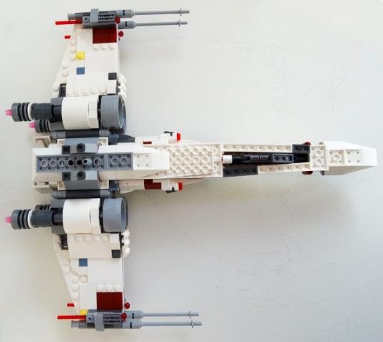 Unterseite des LEGO X-Wing 75218.