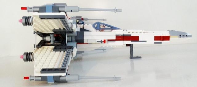 Seitenansicht des LEGO X-Wing 75218.