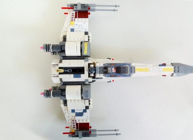 LEGO X-Wing 75218 aus der Vogelperspektive.