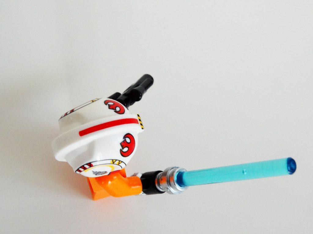 Luke Skywalker mit Helm aus der Vogelperspektive.