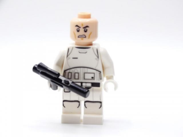 Stormtrooper-Minifigur ohne Helm in der Vorderansicht.