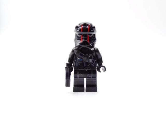 Vorderansicht TIE-Pilot-Minifigur.